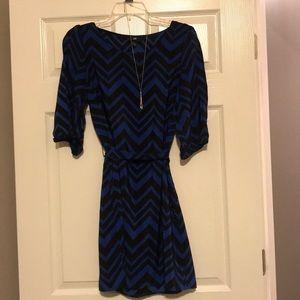 IZ Bauer Sz Large cold shoulder, chevron dress